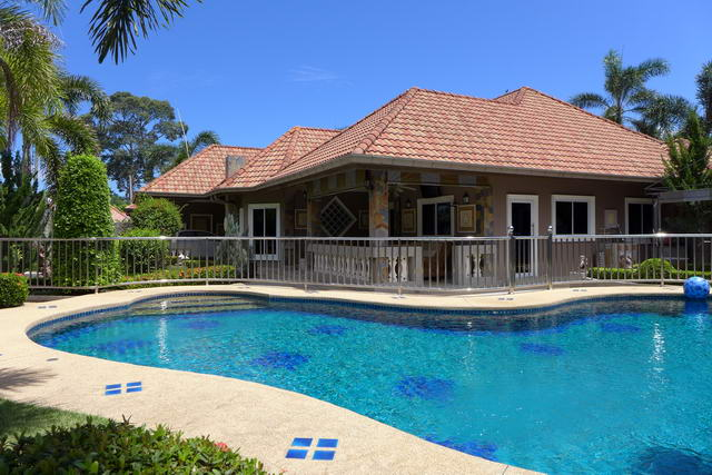 Wunderbarer grosser Swimmingpool : Traumhaus