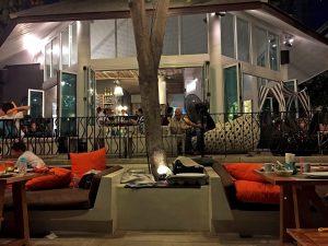 Restaurant am Strand mit Lifemusik