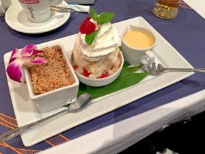 Apfelstrudel mit Vanilleeis und Vanillesauce - Siamese