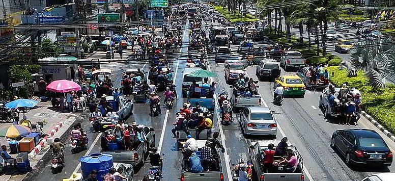 Songkran in Pattaya - Strassenverkehr kommt zum Erliegen