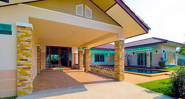 Preiswertes Haus in Huay Yai mit Carport und Swimmingpool