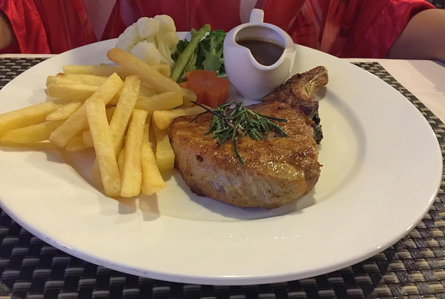 Pork Chop (Kotelett) im Bella Italia Naklua