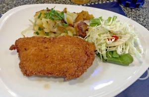 Cordon Bleu mit Bratkartoffeln 130 Baht