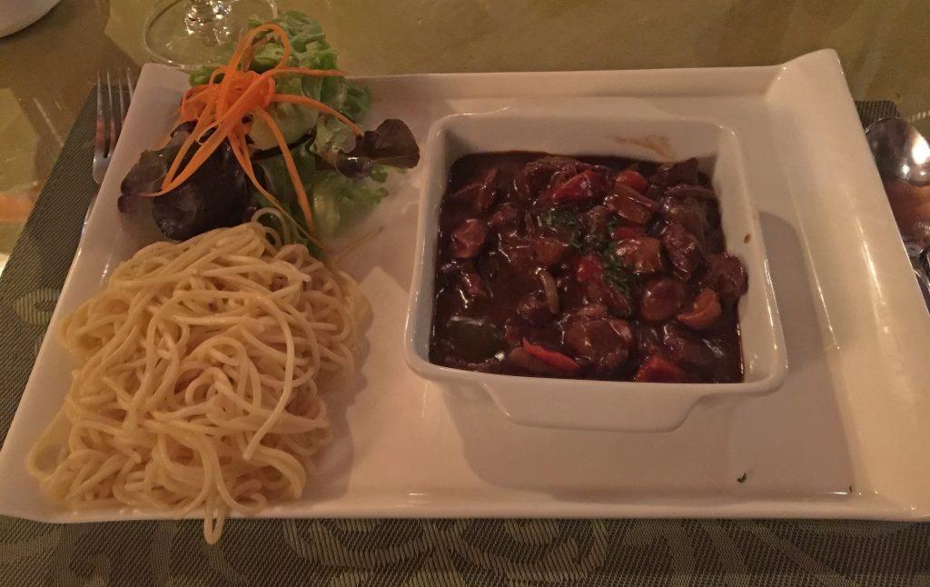 Beef Stroganoff mit Spaghetti 290 THB