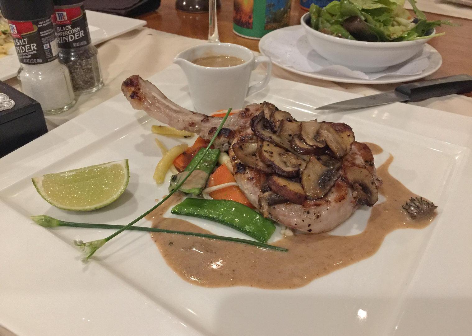 Schweinskotellet mit Champignons - Restaurant Pattaya