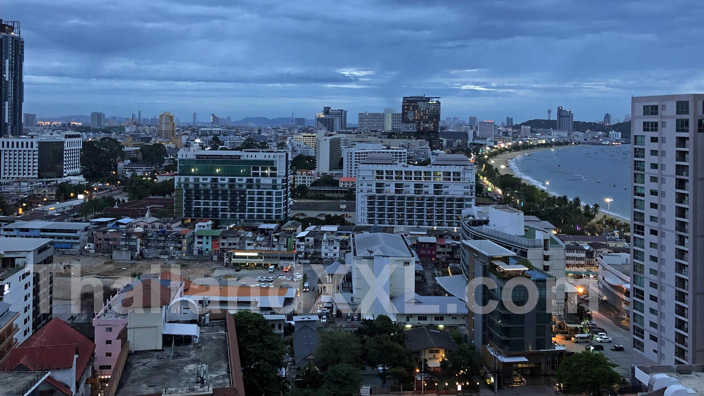 Vom Pippa Restaurant Pattaya - MYTT Hotel - nach Süden fotografiert, mit Blick auf die BEach Road