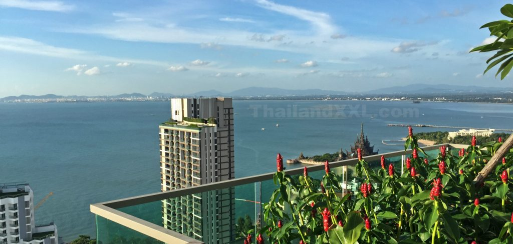 Foto vom Wongamat Tower in Richtung Norden mit Blick auf Laem Chabang (Tiefseehafen)