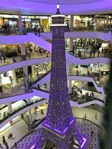 eifelturm im einkaufszentrum pattaya