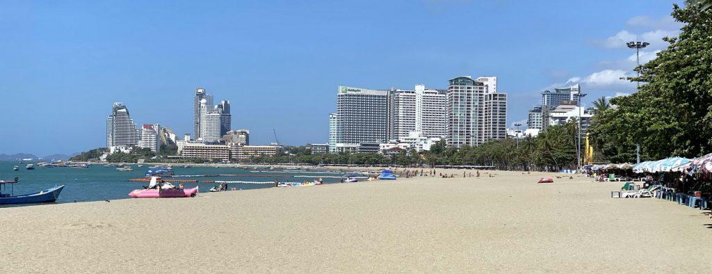 Neues aus Pattaya : Strand von Pattaya 2020 mit Blick auf Naklua