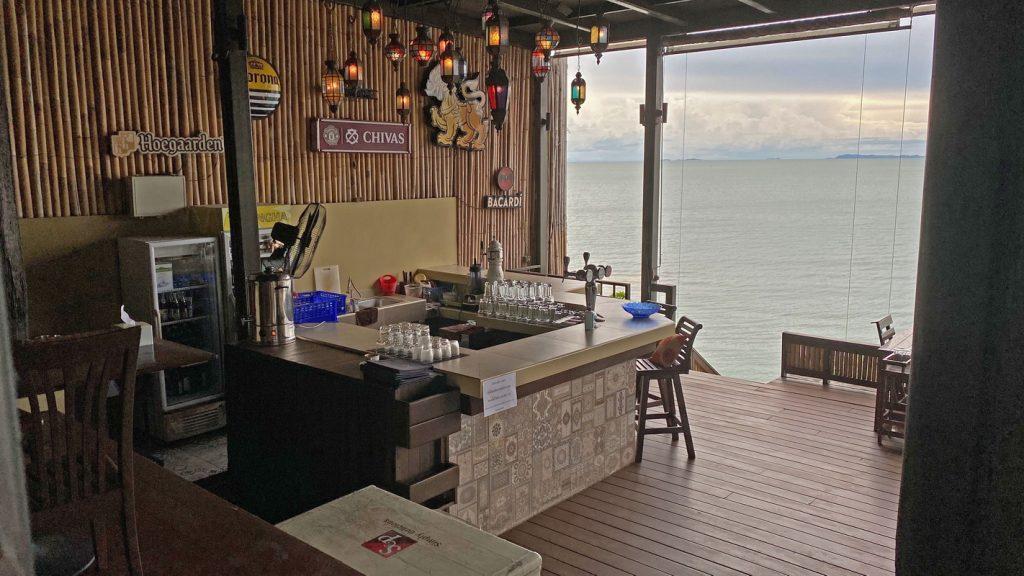Restaurantbar-mit-Meerblick-Na-Jomtien-Pattaya