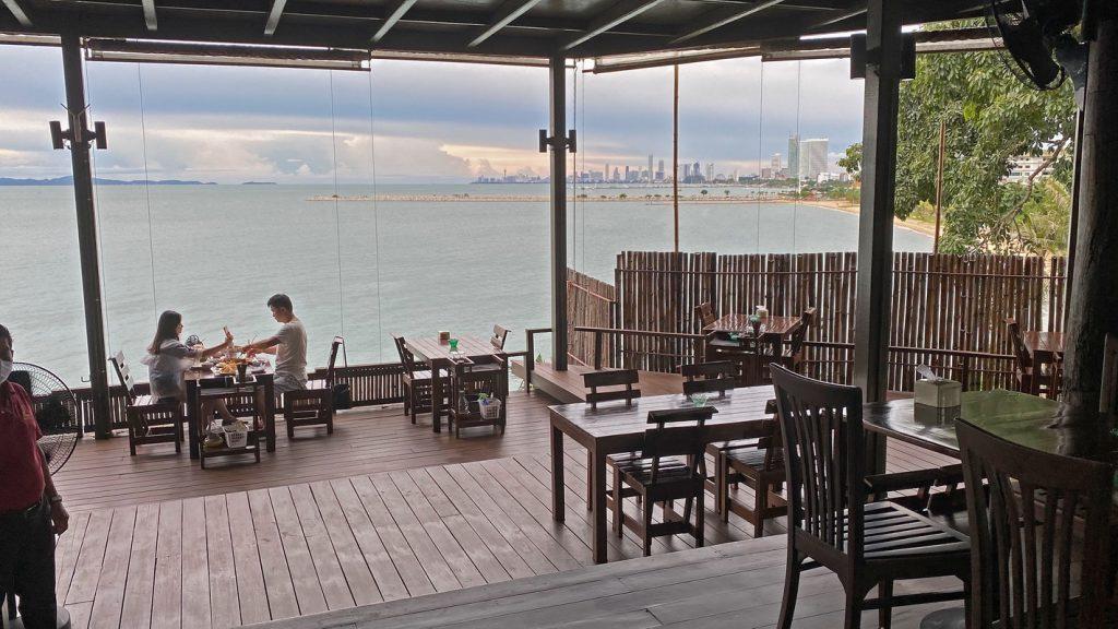 Romantisches-Restaurant-am-Meer-in-Na-Jomtien-Ausblick